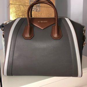 NWT Givenchy med Antigona! Gray calfskin leather.